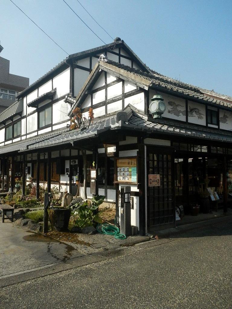 ▲こんな感じの外観で、一見喫茶店には見えない。出典:https://tabelog.com/nagasaki/A4203/A420302/42000599/